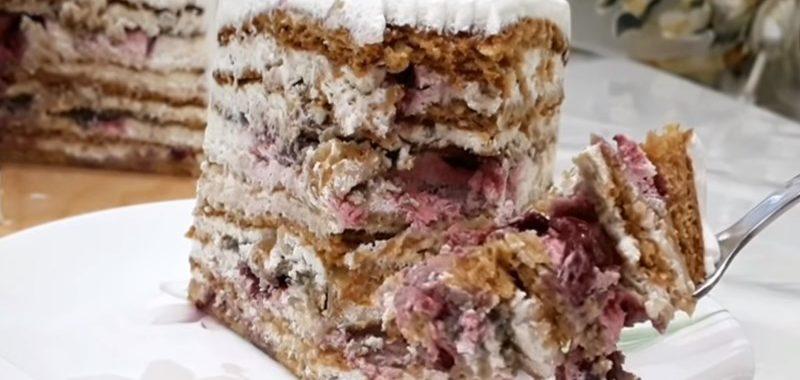 Торт Медовик с вишней и орехами – рецепт