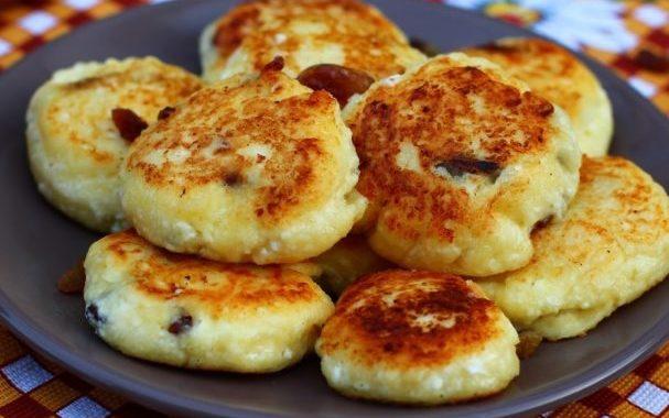 Сырники из творога с изюмом рецепт