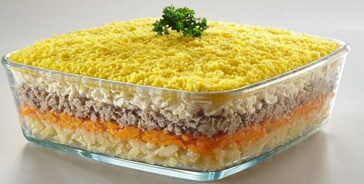 Салат Мимоза с рыбой и картошкой