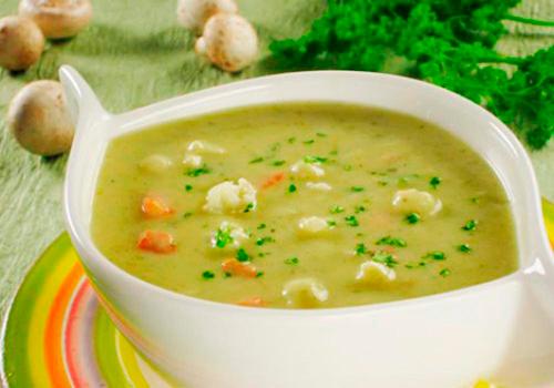 Мясной суп с плавленым сыром
