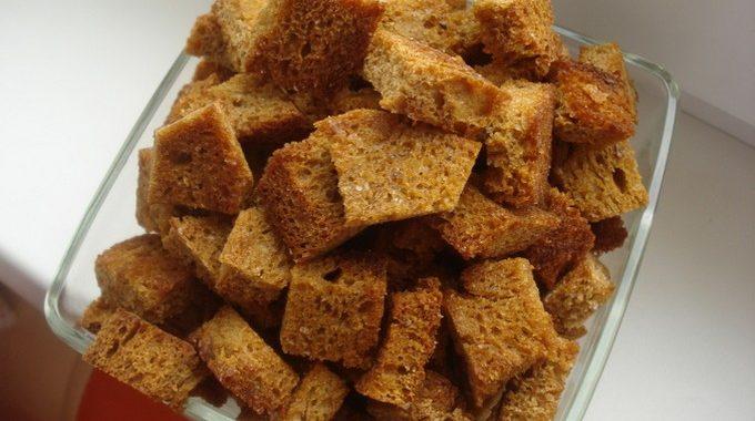 Как приготовить домашние сухарики?