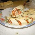 Рулет из лаваша, плавленого сыра и семги
