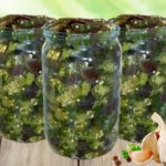 Салат из баклажанов с чесноком «Грибочки»