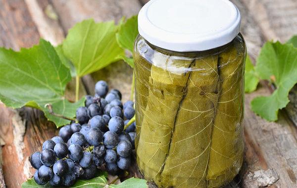 Виноградные маринованные листья