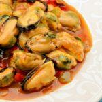 Мидии с чесноком в томатах рецепт