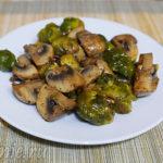 Брюссельская капуста тушеная с грибами