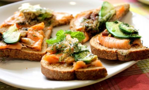 Сэндвич с авокадо и сардинами рецепт