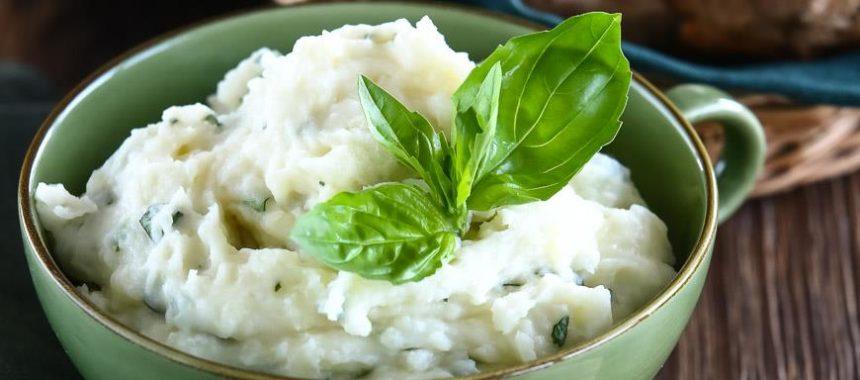 Картофельное пюре с йогуртом и базиликом