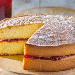Бисквитный пирог с вареньем рецепт