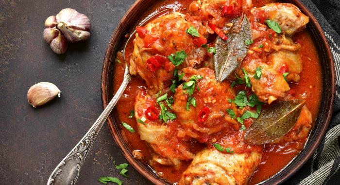 Курица с розмарином в томатном соусе