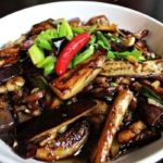 Баклажаны с грибами и беконом по-китайски
