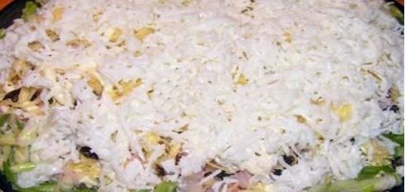 Салат с копченой курицей и грибами рецепт