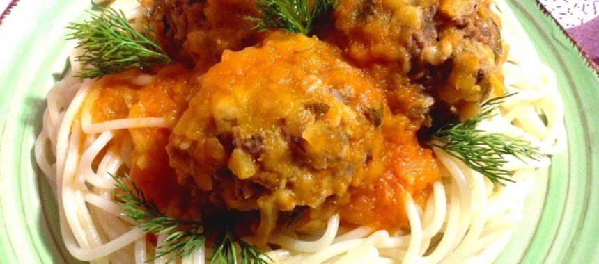 Тефтели в томатном соусе с тыквой