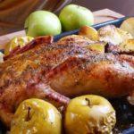 Запеченная утка с яблоками рецепт