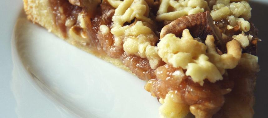 Пирог с яблочным вареньем и грецкими орехами рецепт с фото
