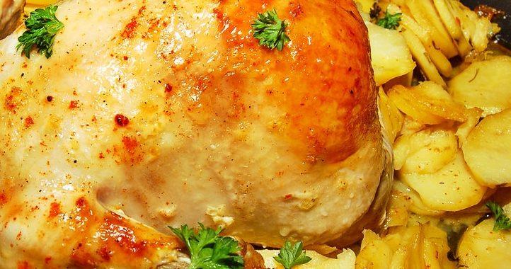Запеченная курица с картошкой в духовке рецепт