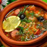 Суп солянка с картофелем и луком на мясном бульоне рецепт
