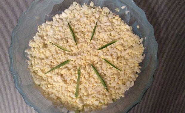 Слоеный салат с тунцом и рисом рецепт