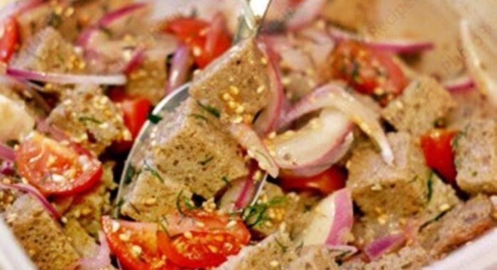 Панцанелла или салат из помидоров и хлеба рецепт