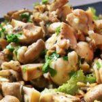 Салаты с грибами - салат с шампиньонами и грибной салат с огурцами рецепт
