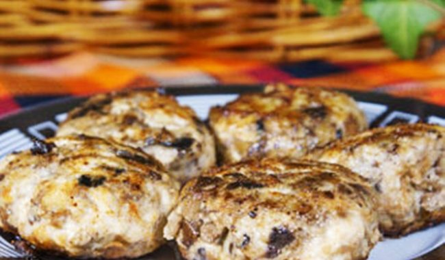 Котлеты из грибов и курицы со сливочным соусом рецепт