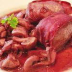 Медальоны из свинины с грибами на сковороде - рецепт по-испански