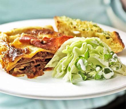 Классическая лазанья с моцареллой и томатным соусом рецепт