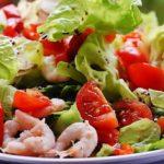 Салат зеленый с креветками и чесноком рецепт приготовления