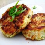Рыбные котлеты с картофелем и луком на сковороде рецепт