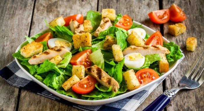 Салат Цезарь – калорийность на 100 грамм