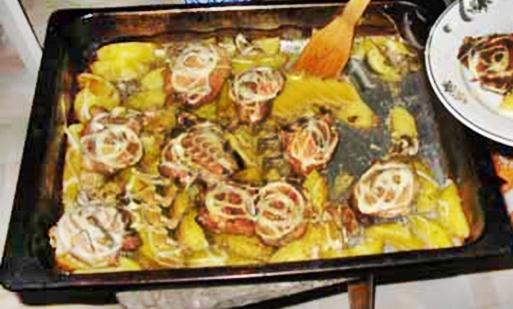 Картофель запеченный с куриными бедрышками рецепт