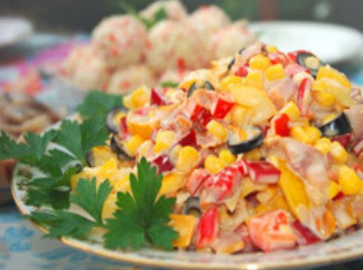 Салат из курицы с овощами и кукурузой рецепт приготовления