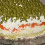Салат из скумбрии с яйцом с зеленым горошком рецепт