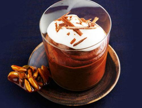 Десерт из шоколада со сливами и молоком рецепт