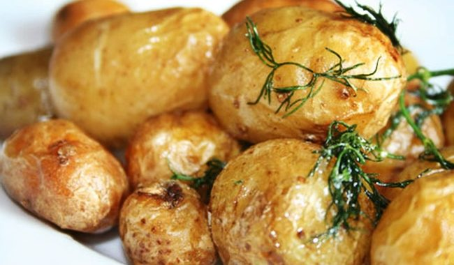 Запеченный картофель с зеленью в духовке рецепт