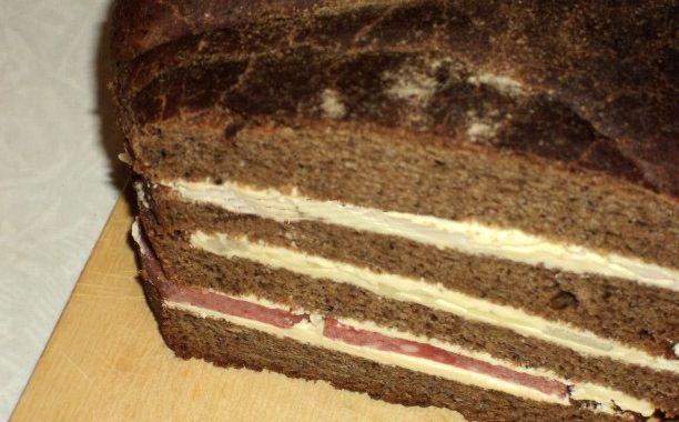Бутерброд «Пыж» с черным хлебом и колбасой рецепт приготовления