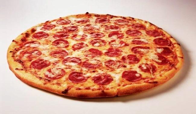 Пицца с колбасой и сыром рецепт приготовления