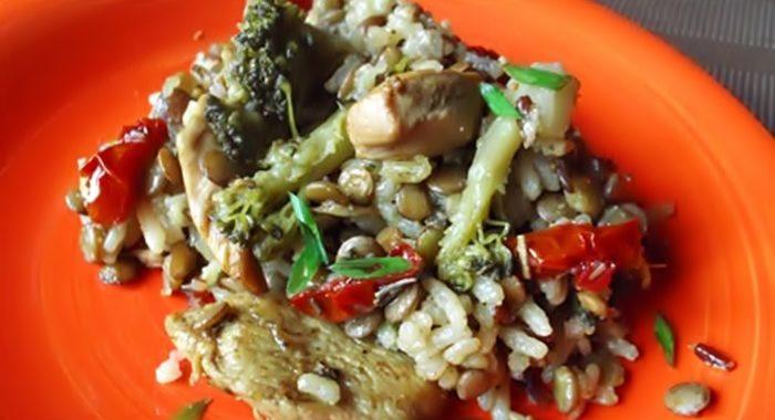 Нежная чечевица с рисом и куриным филе рецепт
