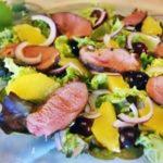 Салат из утиной грудки с красным виноградом рецепт