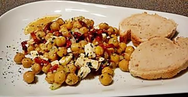 Салат с высушенными помидорами и сыром фета рецепт