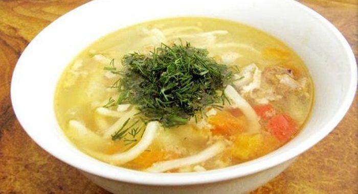 Как приготовить суп с домашней лапшой?