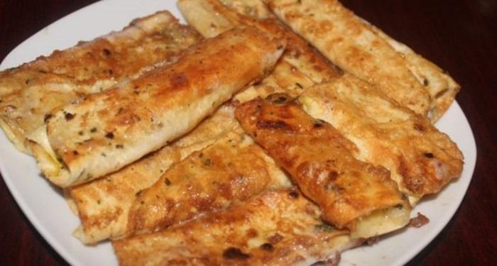 Лаваш зажаренный с сыром в яйце рецепт