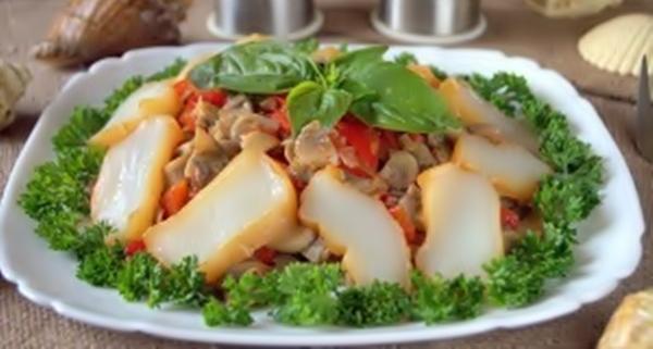 Салат с копченым кальмаром рецепт приготовления