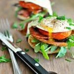 Вкусный завтрак из яиц и помидоров