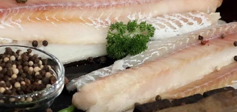 Рыба с грибами на овощной подушке рецепт