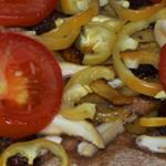 Открытый пирог с грибами, мясом и овощами