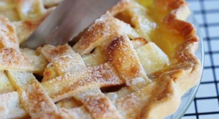 Простой и быстрый яблочный пирог в духовке рецепт