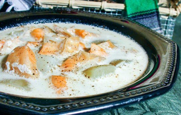 Сливочный рыбный суп с копченой ряпушкой