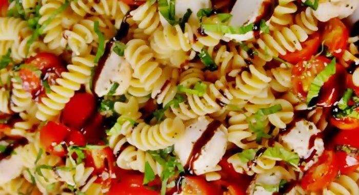 Салат Капрезе с моцареллой рецепт приготовления