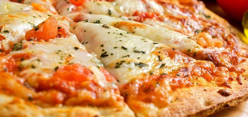 Как правильно и вкусно готовить пиццу дома?